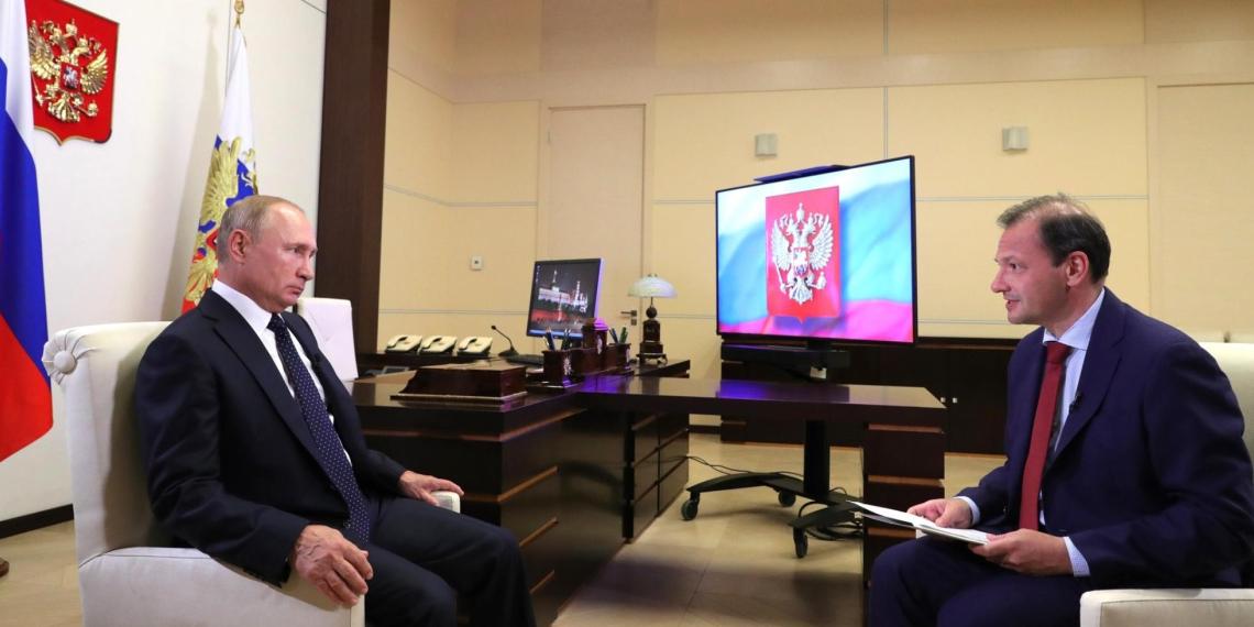 Президент России попросил россиян соблюдать меры безопасности из-за коронавируса