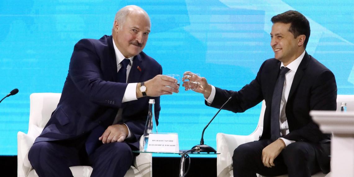 Лукашенко жестко ответил Зеленскому на обращение к нему без должности