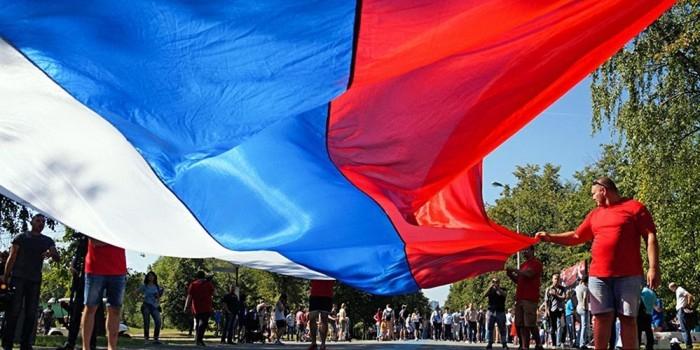 ВЦИОМ сообщил о растущих симпатиях россиян к флагу и гимну
