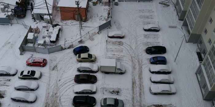 Госдума разрешит брать деньги за парковку во дворе