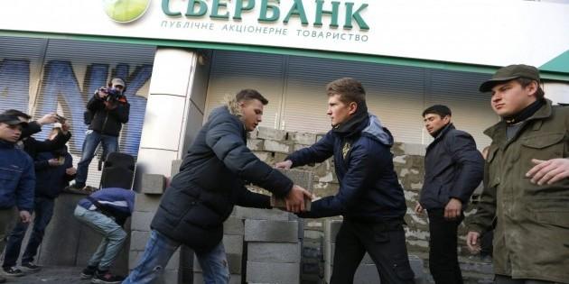 В Кремле сообщили об ответных мерах для защиты российских банков на Украине