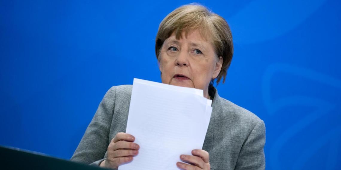 """Меркель переложила ответственность за судьбу """"Северного потока-2"""" на Европу"""