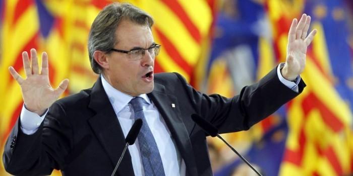Испания отправила под суд бывшего главу Каталонии за опрос о независимости