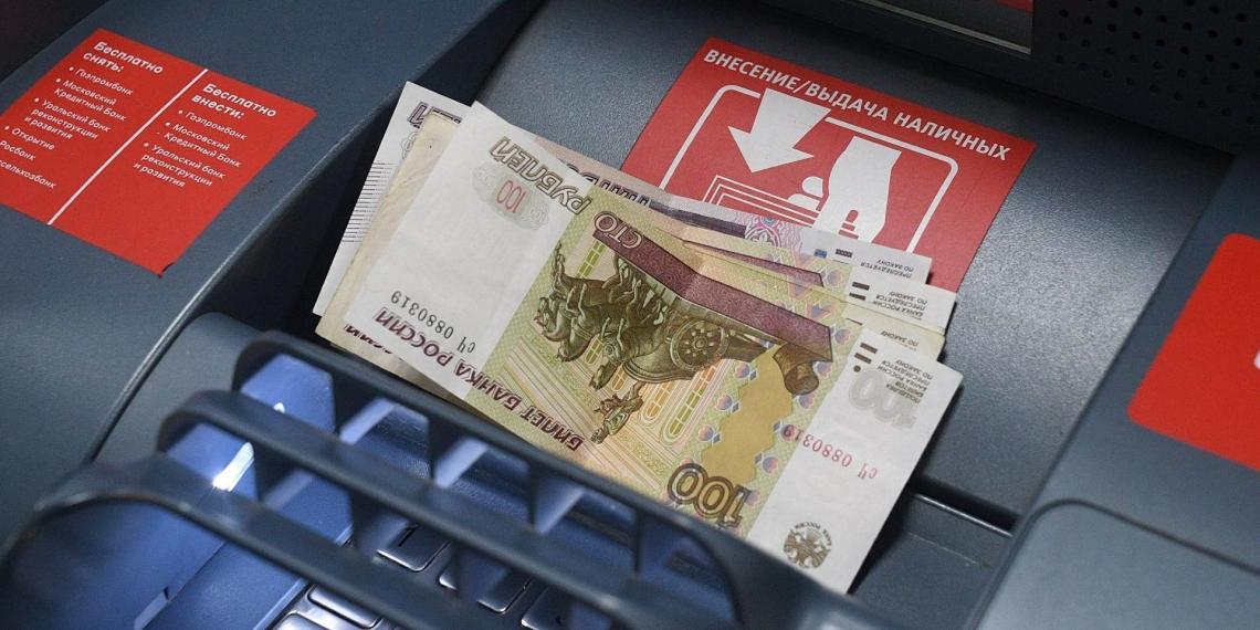 """Россиянам разъяснили, как вернуть деньги, """"съеденные"""" банкоматом"""