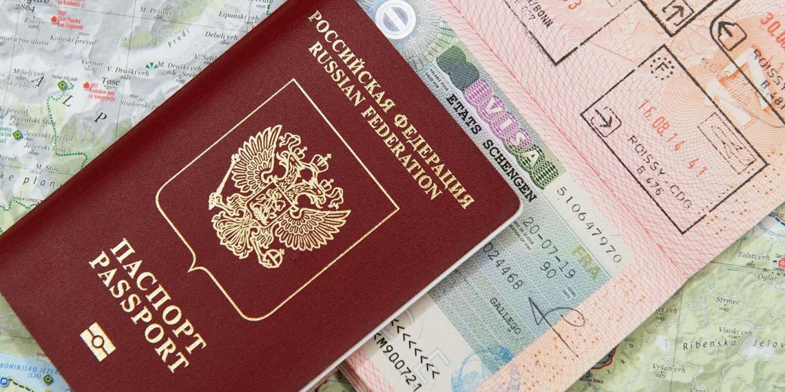 Российский паспорт поднялся на две строчки в рейтинге привлекательности