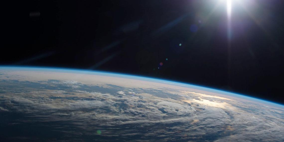 Российский космонавт заснял пролетающие над Землей НЛО