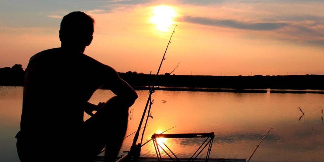 Задержание трех пожилых рыбаков вооруженными спецназовцами попало на видео