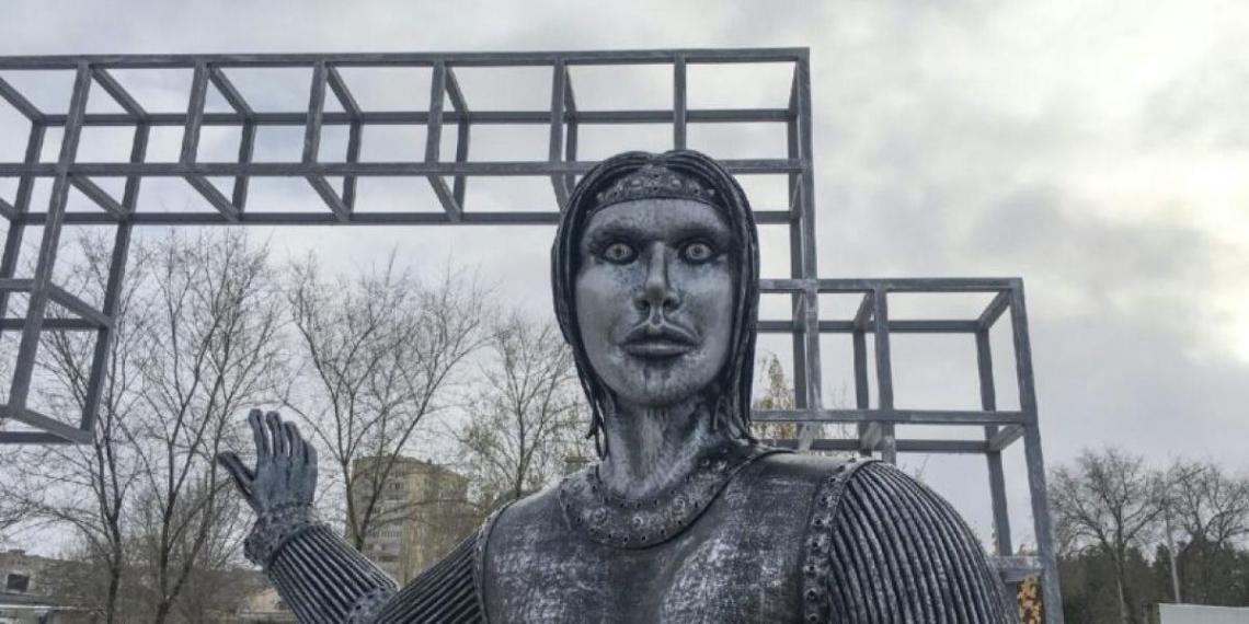 Под Воронежем снесут испугавший всех памятник Алёнке