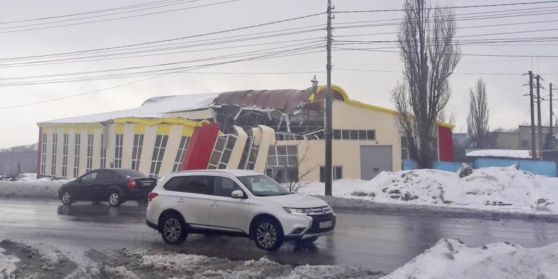 В Саратове рухнула крыша строящегося рынка
