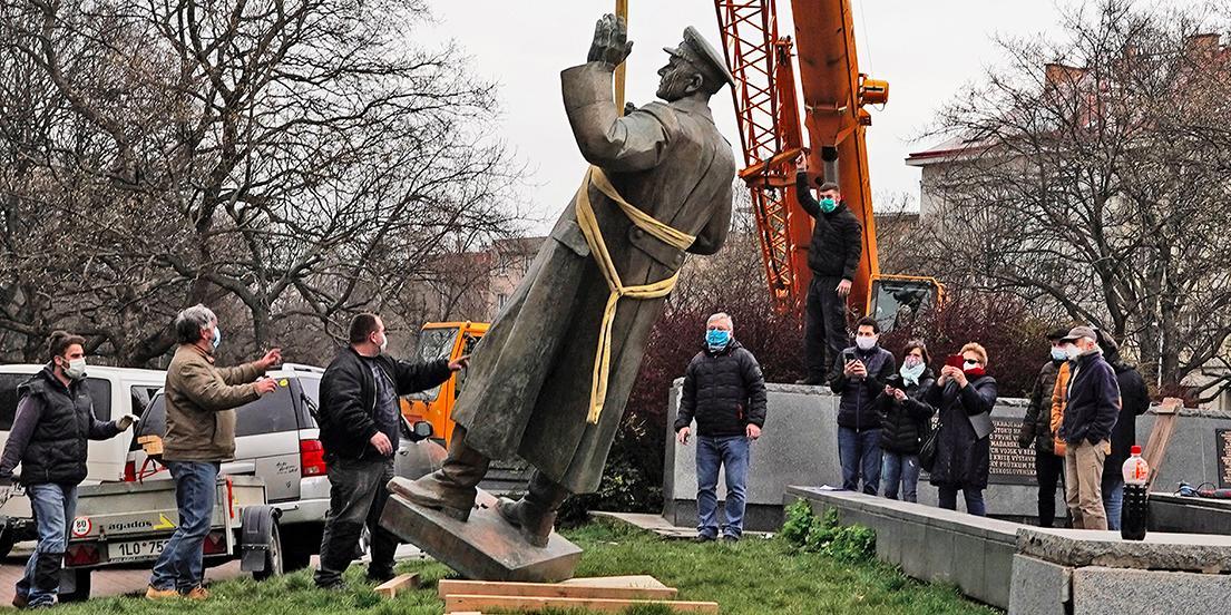 Мэра Праги и глав районов взяли под охрану после сноса памятника Коневу