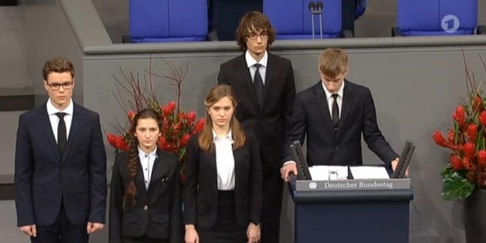 """Школьник из Нового Уренгоя покаялся в Бундестаге за """"невинноубиенных солдат вермахта"""""""