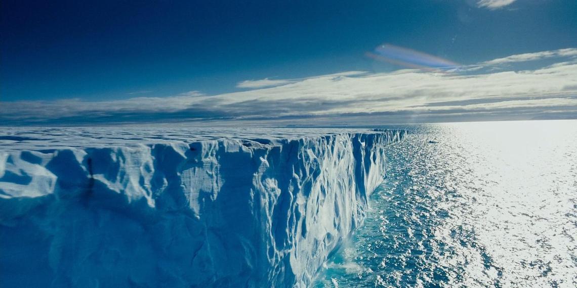 Перечислены плюсы для России от таяния ледников в Арктике