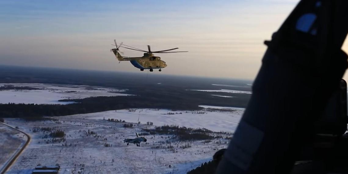 Перевозку Су-27 вертолетом Ми-26 сняли на видео