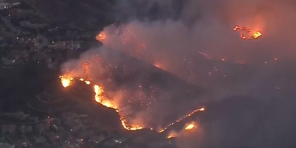 В Калифорнии бушуют крупнейшие за 100 лет лесные пожары: погибли 76 человек