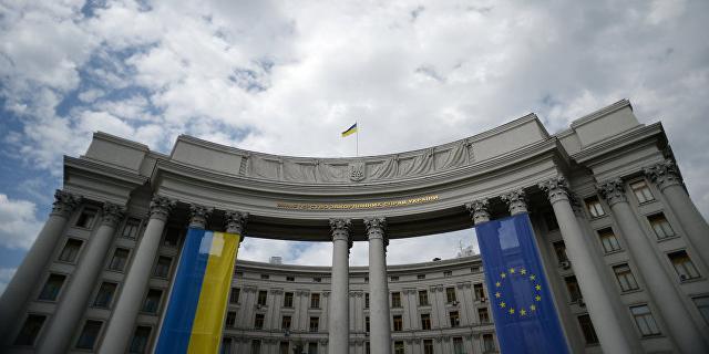 МИД Украины возмущен выходом российских офицеров из СЦКК