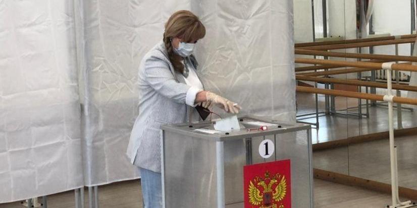 Памфилова приняла участие в голосовании по поправкам