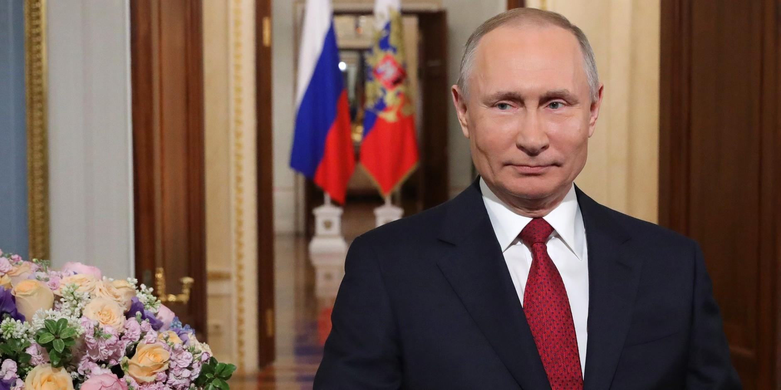 """""""От всей души желаю вам счастья"""": Путин поздравил женщин России с 8 марта"""