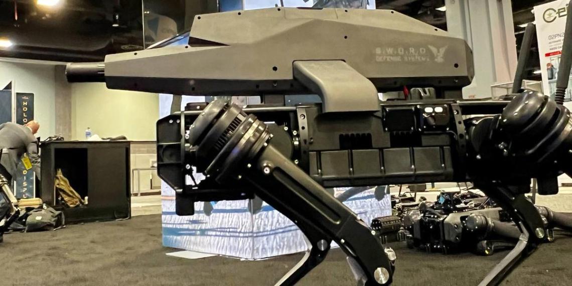 В США представили автономного робопса-снайпера