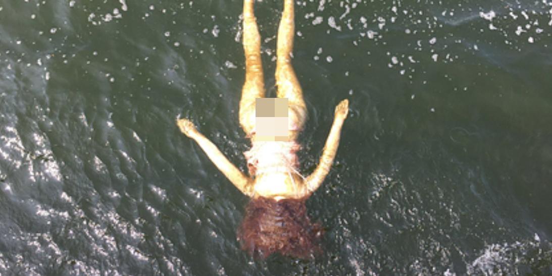 """Японские водолазы """"спасли"""" тонувшую девушку. Ею оказалась резиновая кукла для утех"""