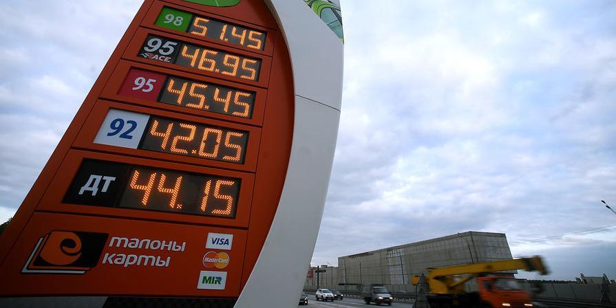 Исследование: бензин в Казахстане стоит на 15 рублей дешевле, чем в России
