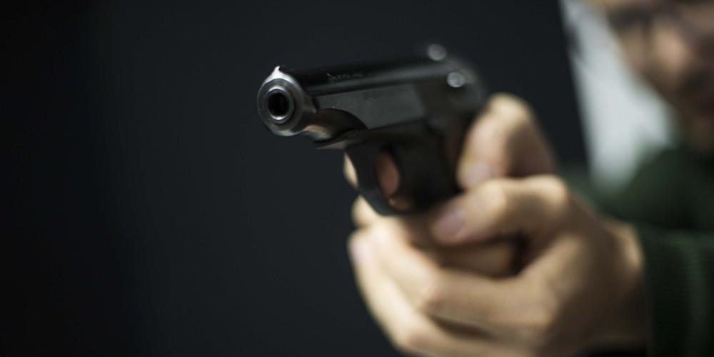 """В Москве """"сотрудник прокуратуры"""" стрельбой заставил семейную пару извиниться перед его матерью"""
