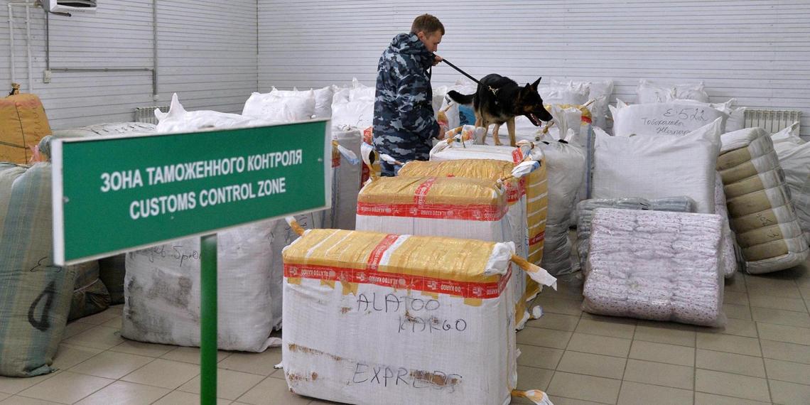 Автомобиль посольства Молдавии в России поймали за контрабандой