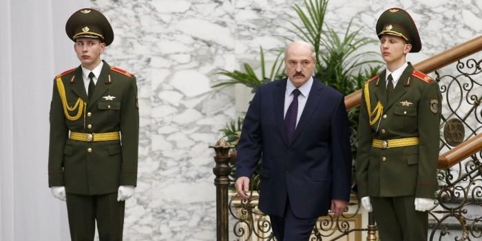 Венедиктов: Лукашенко хочет сидеть на двух стульях и не повторить историю с Украиной