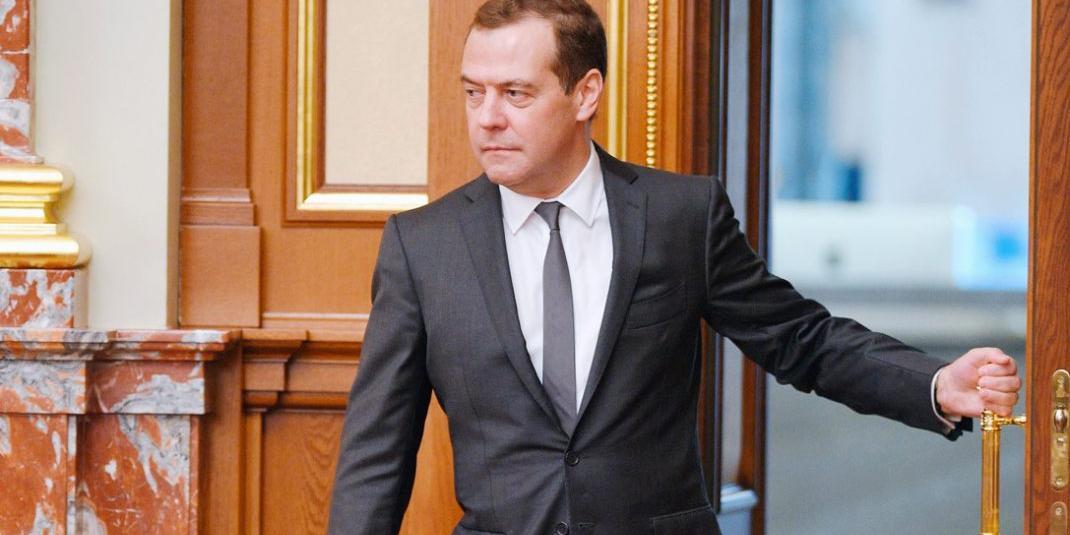 Медведев предупредил о риске преступности среди потерявших работу мигрантов