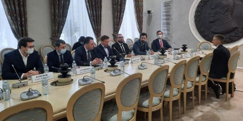 Эксперты объяснили, зачем иностранным IT-компаниям открывать офисы в России