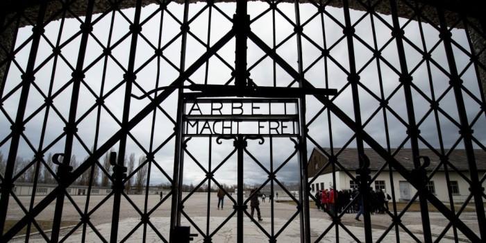 """Концлагерь Дахау подал в суд на """"Бургер Кинг"""" за промоакцию на своей территории"""