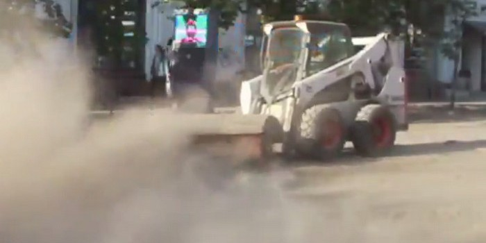 """Видео дня: В Красноярске """"подмели"""" улицы, покрыв центр города слоем пыли"""
