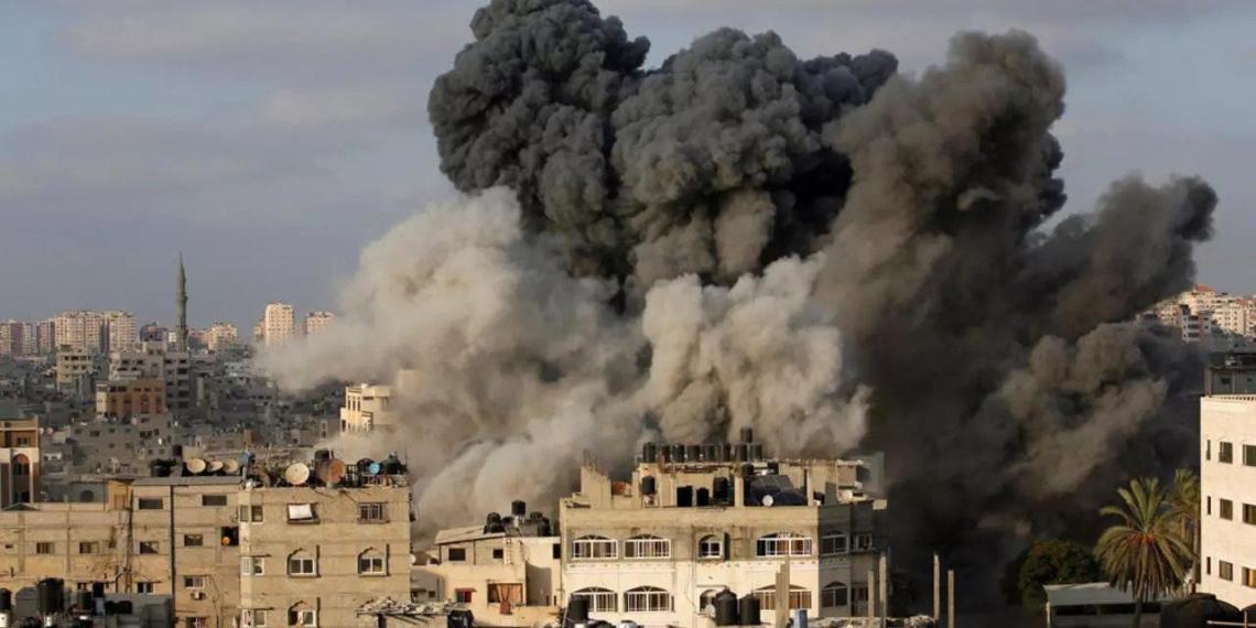 Путин поручил эвакуировать россиян из сектора Газа