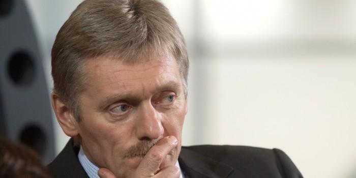 Песков назвал опасной и нецелесообразной работу российских банков на Украине