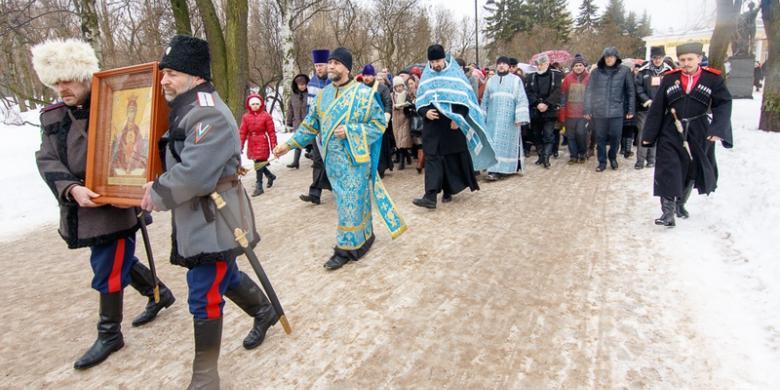 В Петербурге прошел крестный ход против пьянства