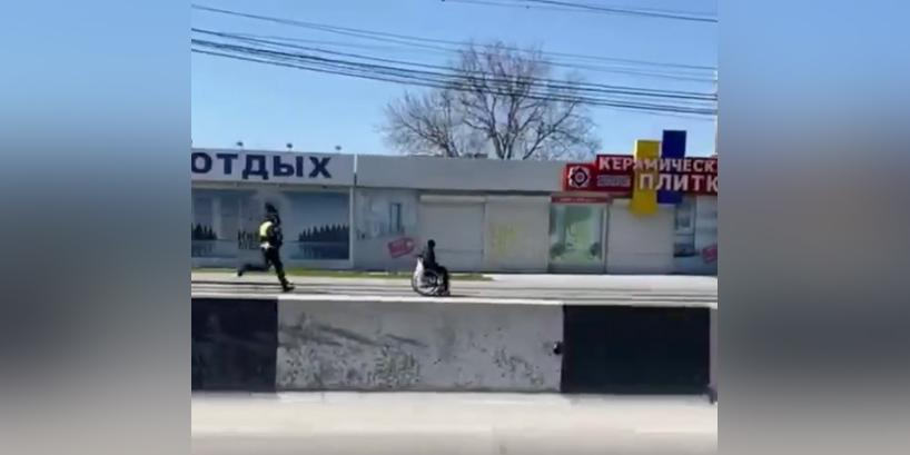 Ростовские сотрудники ГИБДД устроили погоню за инвалидом-колясочником