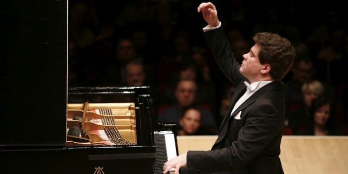 Пианист Денис Мацуев сломал рояль напором игры
