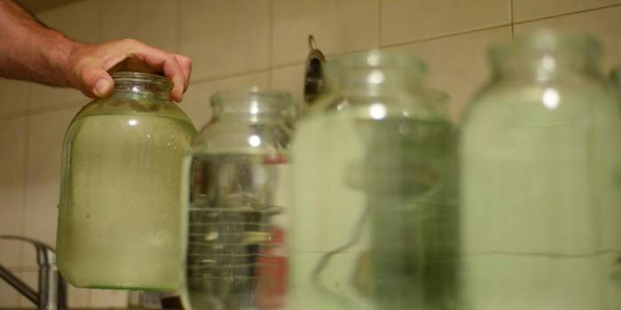 В Приморье мужчина ограбил пункт выдачи микрозаймов при помощи банки с водой