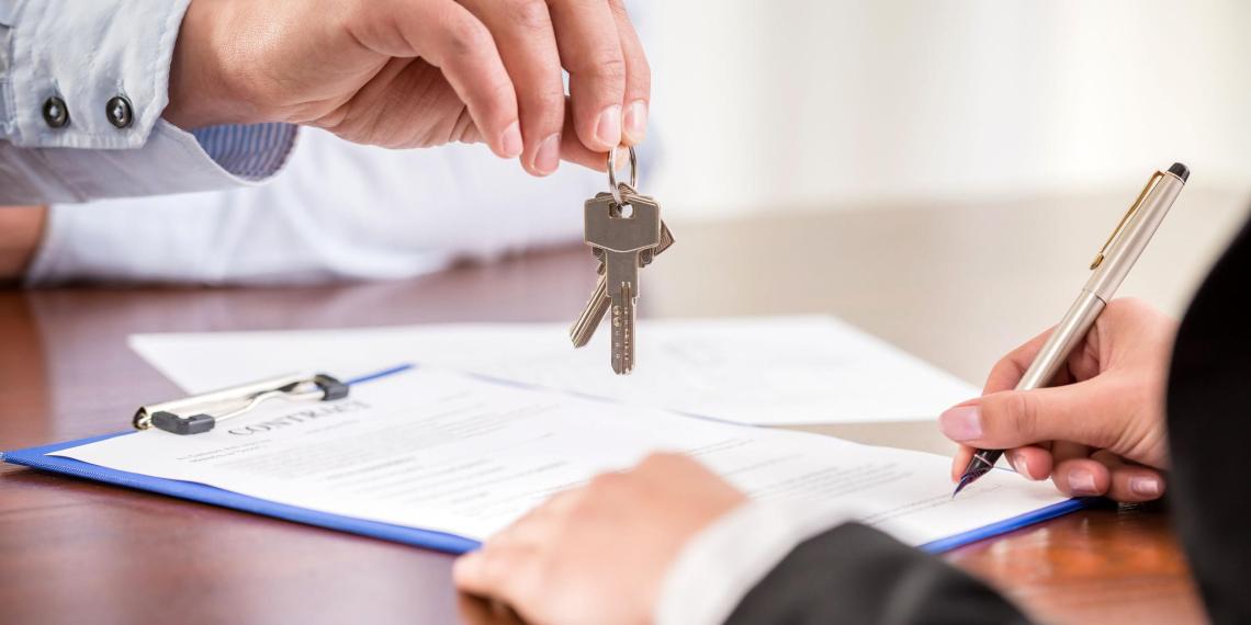 Юрист предупредил о рисках при покупке квартиры у чиновников
