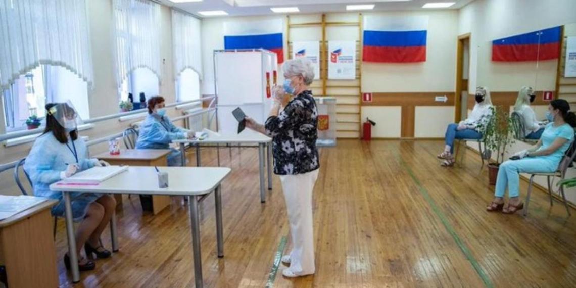 В Москве открылись участки для голосования по внесению изменений в Конституцию РФ