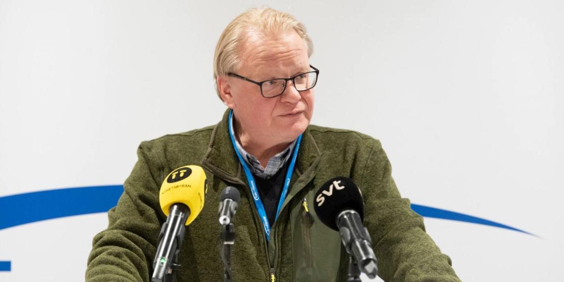 """Министр обороны Швеции назвал """"дымовой завесой"""" возврат российских войск в пункты дислокации"""