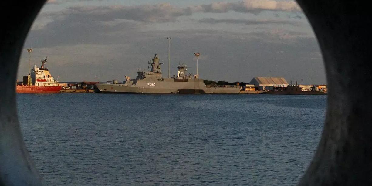Западные СМИ оценили силы сторон в поединке между Су-24М и эсминцем Defender