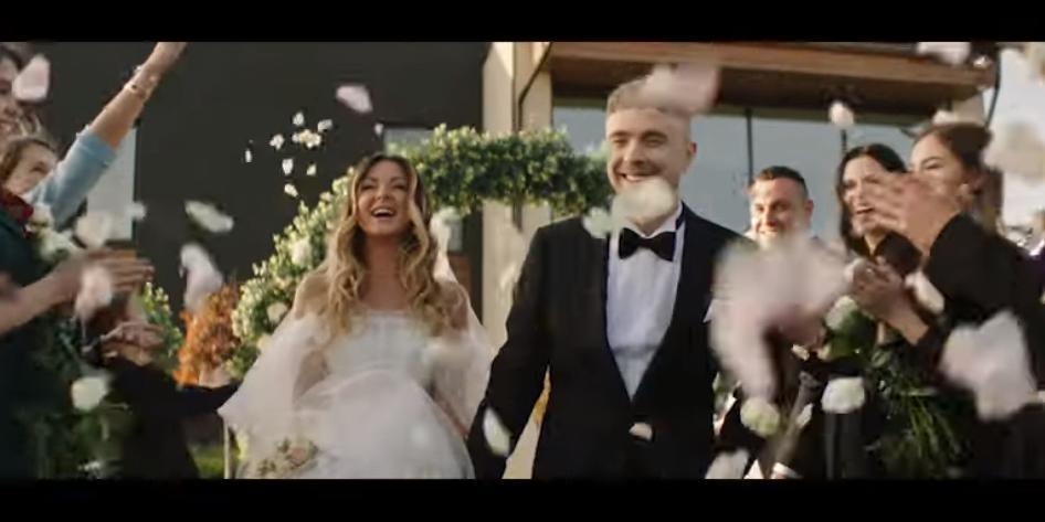 Нюша вышла замуж за Егора Крида и родила ему сына в новом клипе