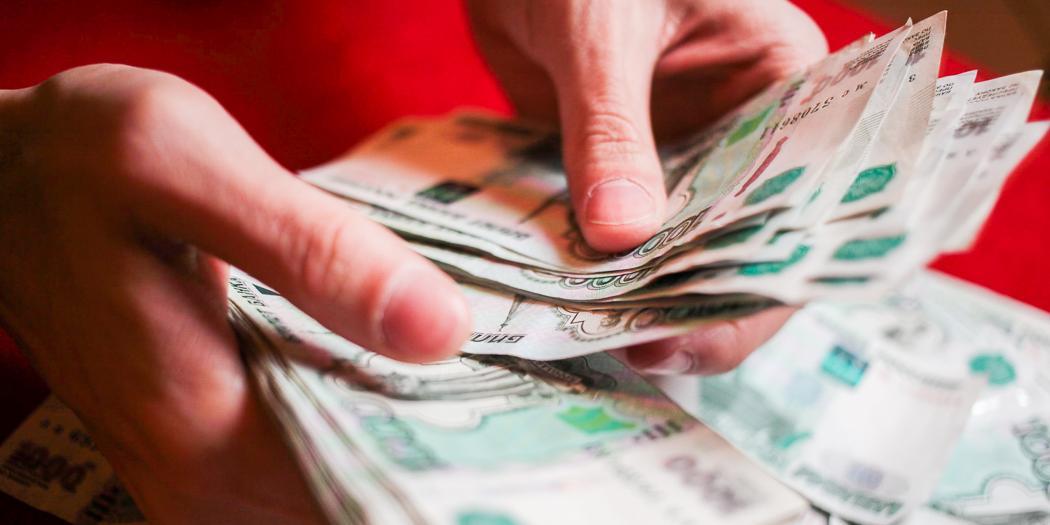 Россияне назвали зарплату, при которой готовы отказаться от выходных