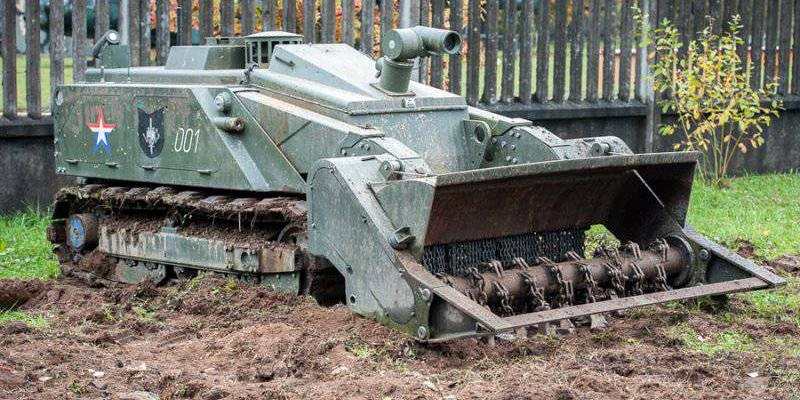 Российские военные показали в действии роботов