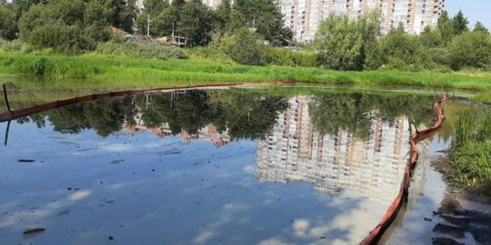 На реке Сайма в Сургуте произошел второй за месяц разлив нефтепродуктов