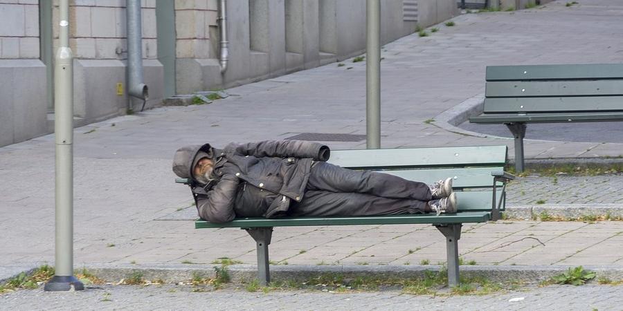 В Москве бездомного оштрафовали за нарушение самоизоляции