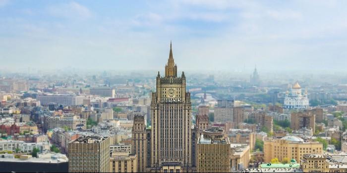 Захарова прокомментировала планы построить ночлежку на улице Немцова в Вашингтоне