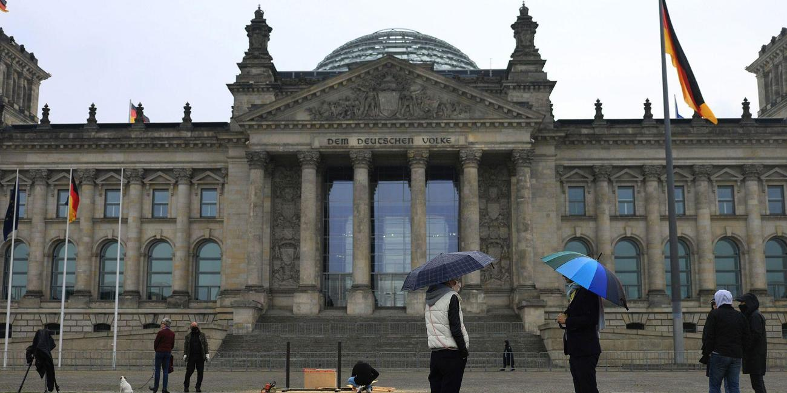 Аналитики Bloomberg указали на превосходящие прогнозы масштабы кризиса в Европе