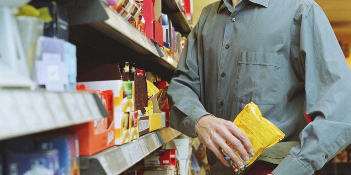 В Петербурге двое дагестанцев украли презервативы на 6666 рублей