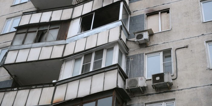 Пытавшийся помочиться на прохожих с балкона москвич выпал с 5 этажа